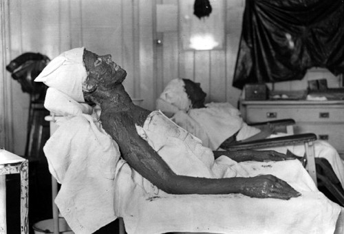 Women Using Radioactive Cosmetic Treatments in 1922