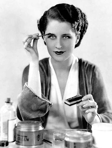 Norma Shearer applying cake mascara